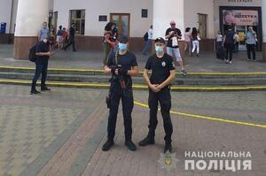 У Києві біля метро «Вокзальна» та на площі Космонавтів знайшли підозрілі валізи