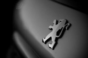 Злиття автовиробників PSA і Fiat Chrysler може бути відкладено