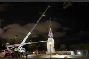 В Чикаго знесли статую Христофору Колумбу на вимогу протестувальників