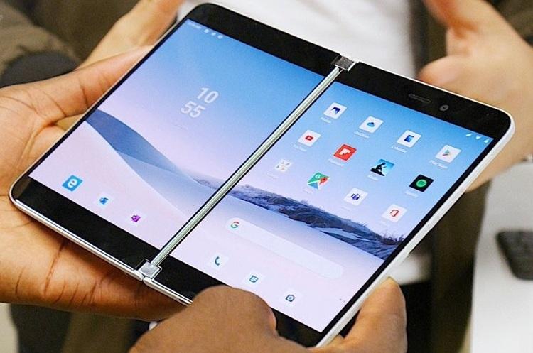 Microsoft виводить на ринок смартфон з двома дисплеями