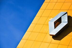 Автоконцерн Renault відзвітував про історичні збитки, тоді як група PSA зберегла рентабельність