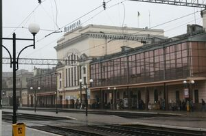 Від сьогодні «Укрзалізниця» скасовує зупинки низки поїздів у Луцьку та Тернополі