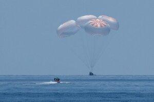 Космический корабль Crew Dragon с астронавтами успешно вернулся на Землю (ВИДЕО)