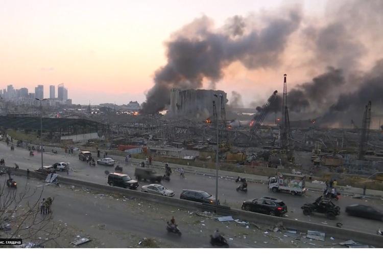 У порту Бейрута прогримів потужний вибух, міг вибухнути корабель з піротехнікою (ВІДЕО)