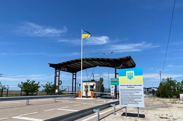 Україна закриває контрольні пункти в'їзду до Криму