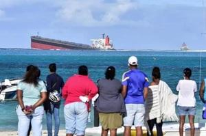 Франція відправить допомогу Маврикію для ліквідації наслідків розливу нафти