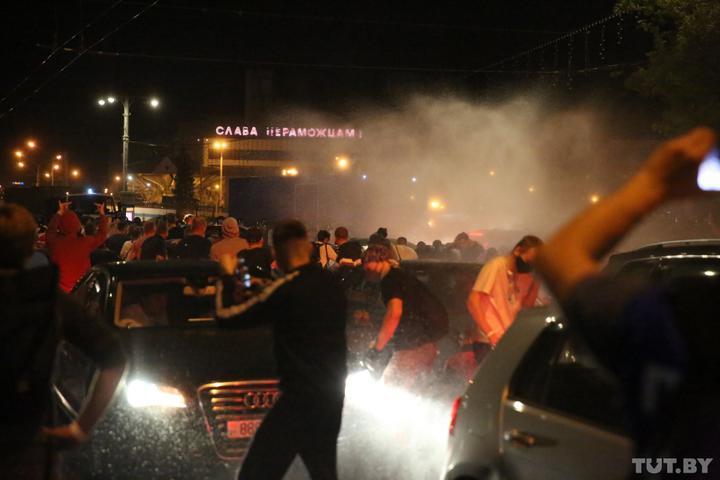 Вибори в Білорусі: протести, ОМОН з водометами, десятки затриманих та поранених (ВІДЕО)