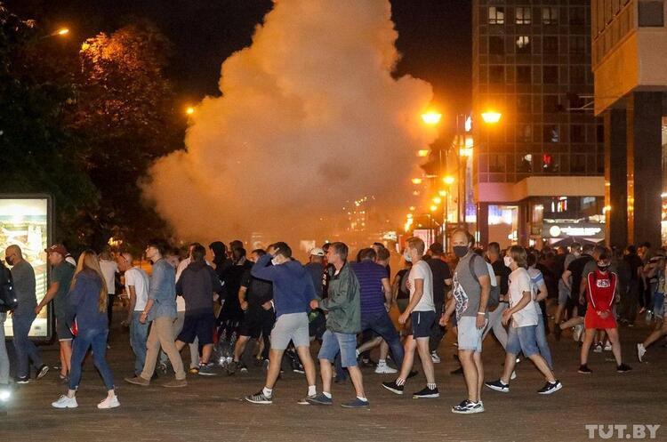 Зеленський закликає владу Білорусі і протестуючих до діалогу та відмови від вуличного насилля