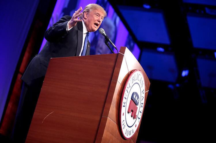 Трамп закликав американців не політизувати COVID-19 і одразу обвинуватив Китай
