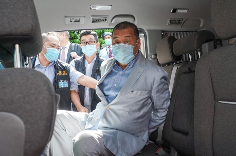 В Гонконзі арештували опозиційного медіамагната, власника антикитайської газети Apple Daily