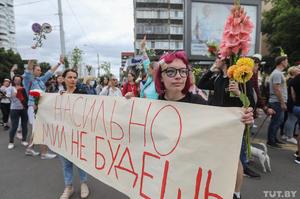Білорусь, ніч четверта: ОМОН стріляє по будинках, акції солідарності, нові форми протесту