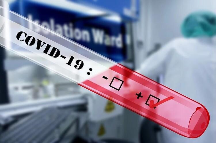 Черговий антирекорд: в Україні діагностували майже 1600 випадків COVID-19 за добу