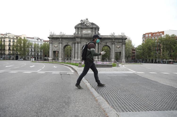В Іспанії влада заборонила курити на вулицях через коронавірус