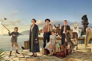 Трудности существования на живописном Корфу и не только: какие сериалы стоит посмотреть в августе