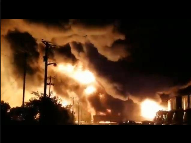 На складах найбільшого в світі виробника поліетилену масштабна пожежа (ВІДЕО)