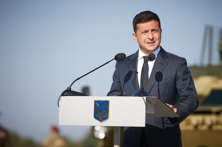 Президент вручив Збройним силам сертифікати на новітнє озброєння та техніку