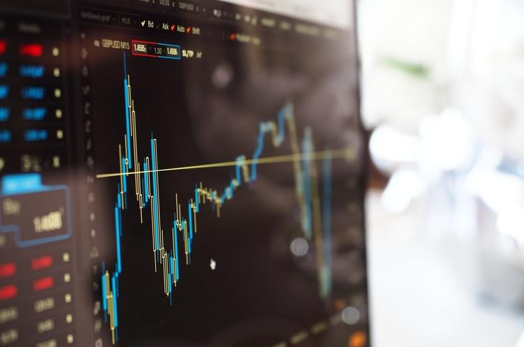 Капітальні інвестиції в Україні за пів року впали на третину — Держстат