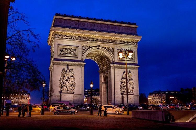 У Парижі закриють для транспорту Єлисейські Поля через фінал Ліги Чемпіонів