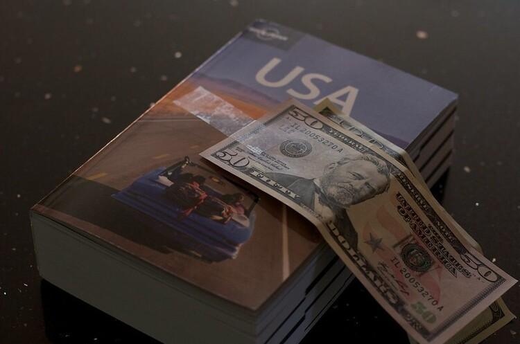 Економіка США обвалилась на рекордні 31,7% за квартал