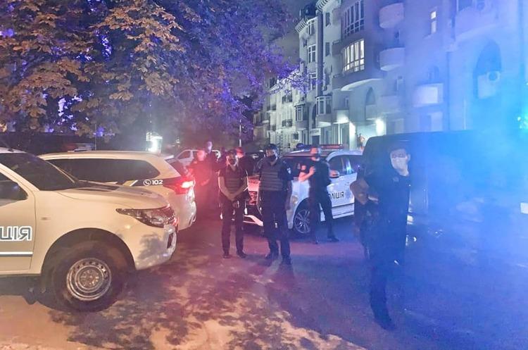 Біля київського офісу партії «Свободи» побили трьох правоохоронців