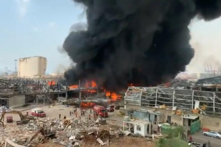 У постраждалому від вибуху порту Бейрута спалахнула сильна пожежа