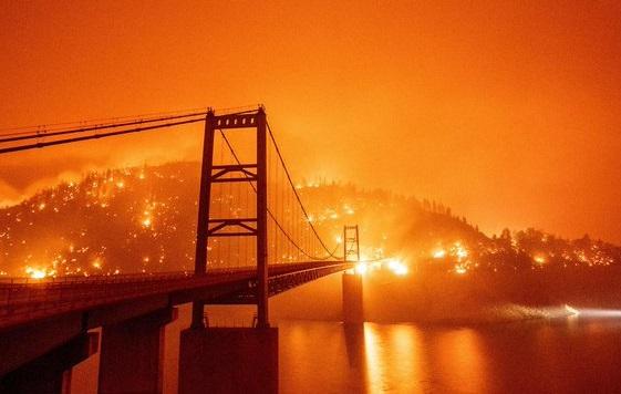 Через сильні пожежі на Західному узбережжі США загинули 26 осіб