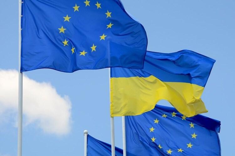 В ЄС пригрозили Україні втратою безвізу і траншу