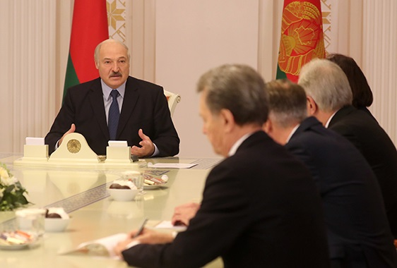 Лукашенко оголосив, що закриває кордони з Литвою та Польщею і «посилює кордон» з Україною