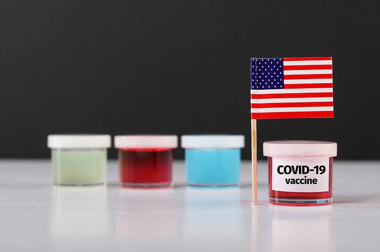 Дональд Трамп пообіцяв вакцини для всіх американців до квітня