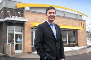 Екс-гендиректор McDonald's, звільнений за «службовий роман», не поверне компанії компенсацію