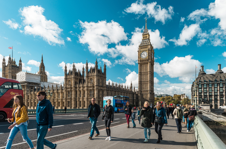 У Великобританії різко зростає кількість хворих на коронавірус
