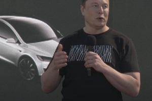 Ілон Маск пообіцяв випустити Tesla за $25 000 через три роки