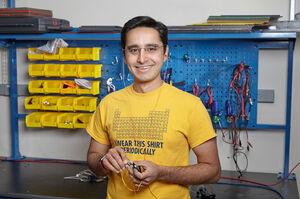 Індійський інженер розробив слуховий апарат за $1