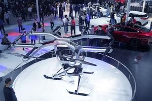 Китайський конкурент Tesla показав своє перше електричне літаюче авто