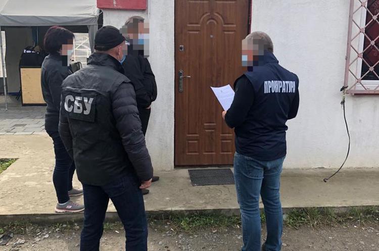На Львівській митниці викрито незаконну схему імпорту вантажівок