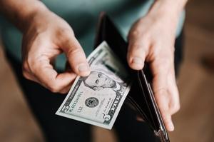 Середня зарплата українців за серпень 2020 року була на 8,6% більшою, ніж торік - Держстат