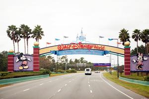 Disney звільнить 28000 співробітників парків розваг через епідемію коронавірусу