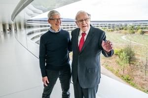 Тім Кук отримав першу винагороду акціями від Apple за 9 років