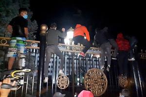 Міліція Киргизстану жорстко розігнала мітингувальників у Бішкеку, незадоволених результатами виборів