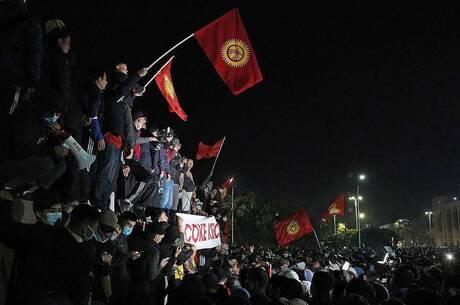 Хаос на «острові демократії»: 8 особливостей повалення влади в Киргизстані