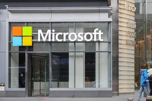 Microsoft дозволила працівникам виконувати роботу з дому постійно