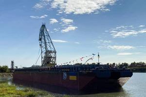 В Одеській області спустили на воду баржу українського виробництва