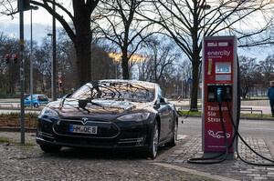 Tesla знову знизила ціну на Model S