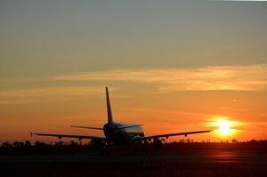 США дозволили своїм авіакомпаніям літати над Сімферополем, а над Дніпром – ні