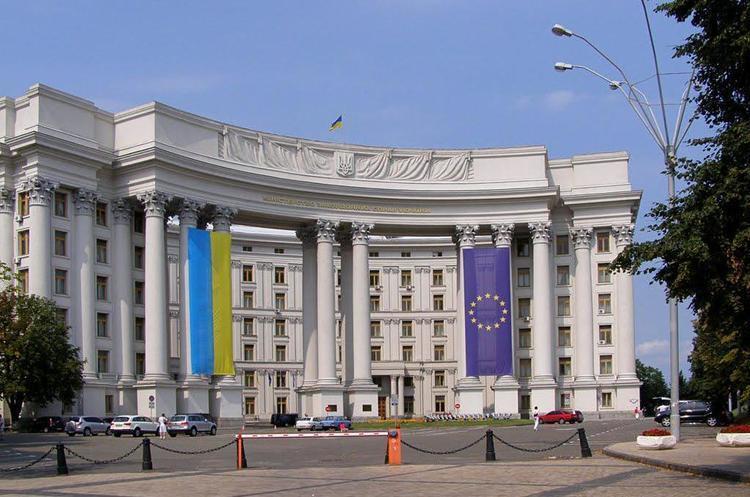 МЗС просить дати правову оцінку політичній агітації угорських чиновників на Закарпатті