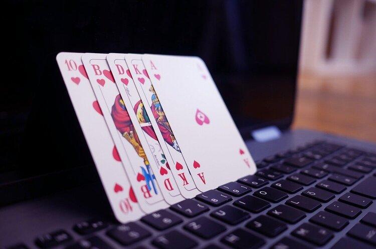 Леогеймінг Пей (Алена Дегрик Шевцова), Айбокс Банк (термінали ibox) та інші - куда йдуть гроші від онлайн-казино в Україні