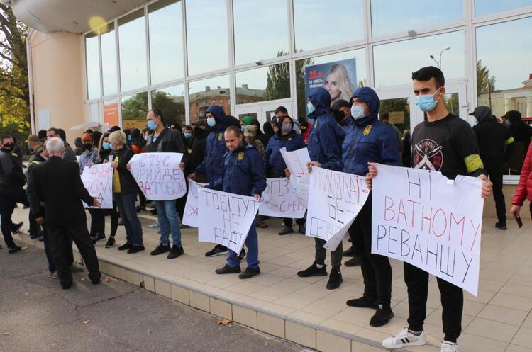 У Миколаєві через протести скасували зустріч Медведчука з виборцями