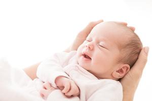 Зеленський підписав закон про натуральну форму пакунка малюка