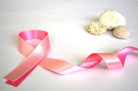 Не тільки жіноча проблема: які стереотипи заважають боротися з раком грудей