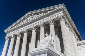 Судовий комітет Сенату викликав в суд глав Twitter і Facebook